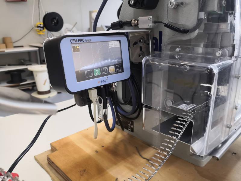 Beispiel für Crimpkraftüberprüfung bei der Kabelkonfektion